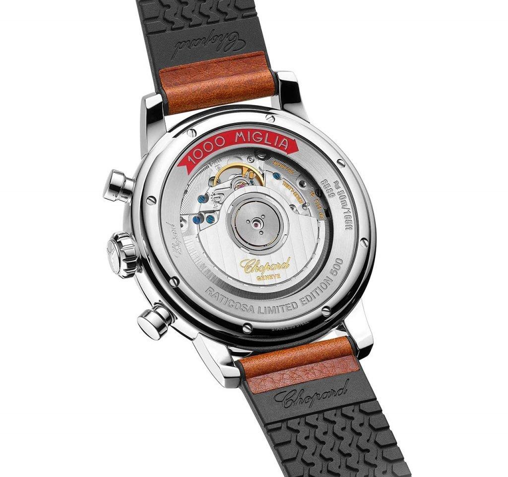 הגב השקוף של השעון והמנגנון המסתורי. מקור - TimeandWatches.