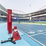 מצלמה פוטו-אלקטרונית המשתמשת ב-4 קרני אור לזיהוי גוף אתלט המוצבת בקו הסיום. מקור - אומגה.