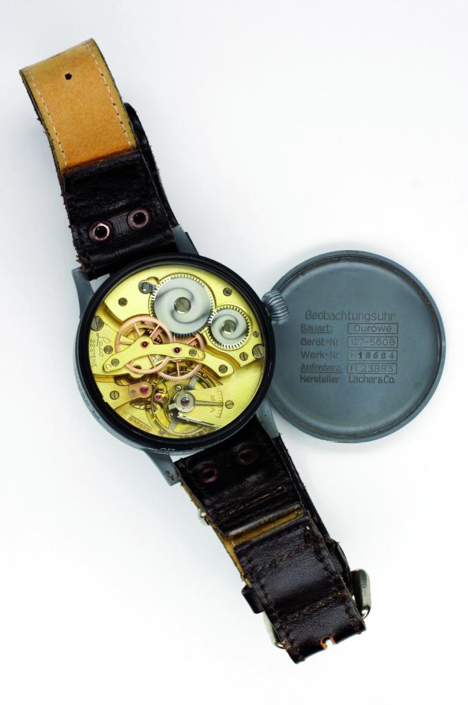 שעון טייסים של Lacher& Co עם מנגנון של Durowe. מקור - WIKIWAND.