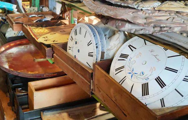 קסם של שענים – ביקור בשוק הפשפשים של קליניאנקור, צרפת